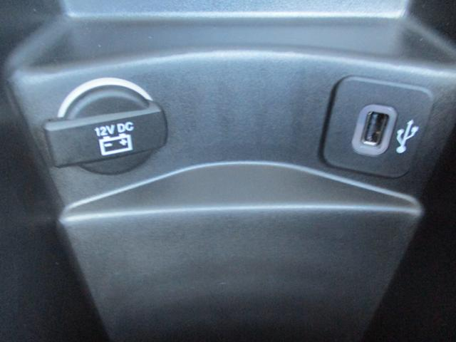 様々な用途に使用できる12Vソケット・USB接続にて充電・音楽再生が可能です。