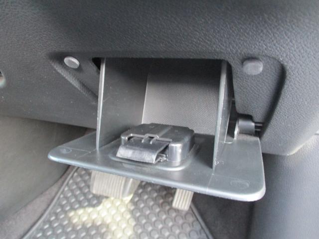 運転席右下には便利なコインホルダー!