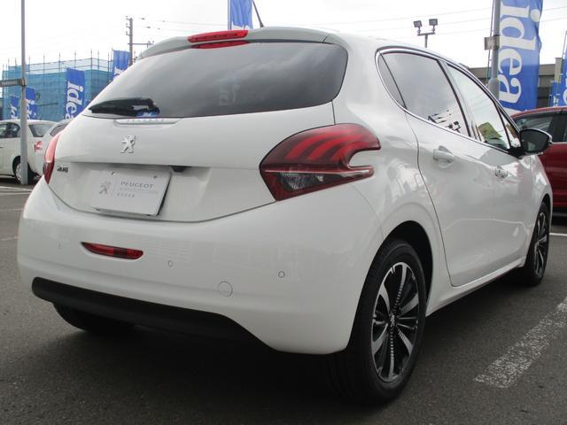 アリュール ファンエディション 当社試乗車 新車保証継承(5枚目)