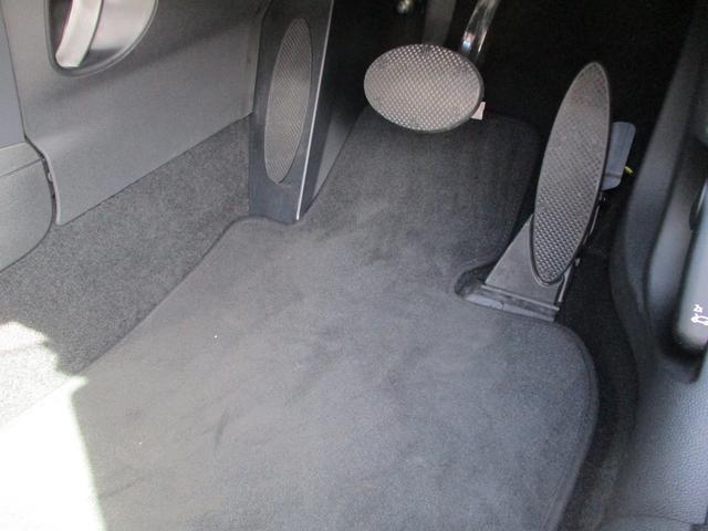 純正フロアマット装備です。助手席・後部座席にももちろんございます。