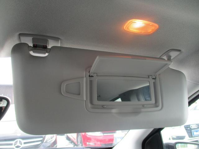エチケットに必要な照明付きバニティミラー。
