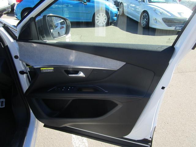 GT ブルーHDi LEDライト・バックカメラ・アクティブクルコン・レーンアシスト・衝突軽減ブレーキ・電動テールゲート・アクティブブラインドスポット・オートハイビーム・FRソナー・純正18AW・Carplay(17枚目)