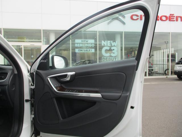 T6 AWD 電動黒革 フルセグナビ キセノン Bカメラ 衝突軽減ブレーキ シートヒーター クルーズコントロール バックソナー ETC スマートキー Bluetooth接続(16枚目)