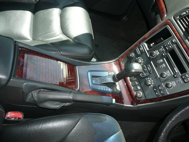 ボルボ ボルボ V70 クラシック黒革HIDナビSRタイベル交換済み記録簿7枚