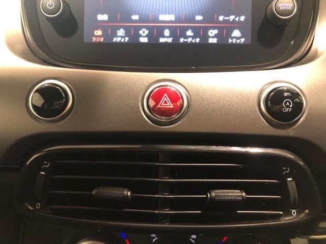 FIAT500から受け継がれているレトロな丸いボタン