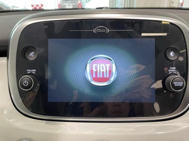 日頃から使い慣れたスマートフォン同様のインターフェイスをそのまま利用できるので、より安全で直感的、そしてシームレスな体験を車内で楽しむことができます。