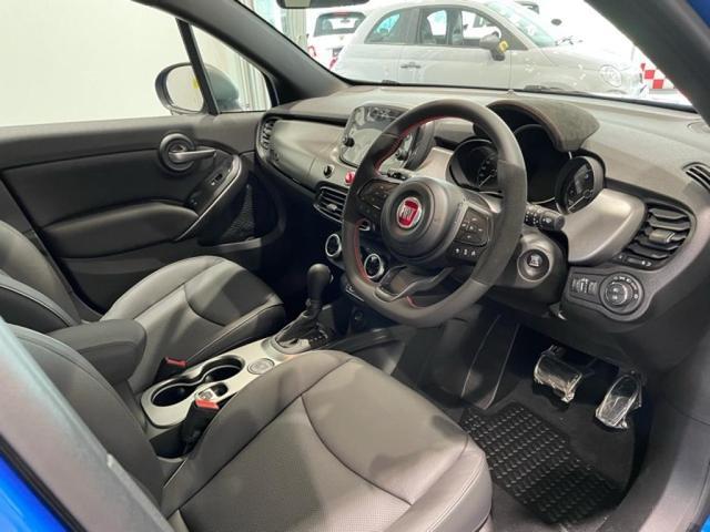 スポーティな運転感覚が高められるよう通常モデルより13mmシートポジションを低く作られています
