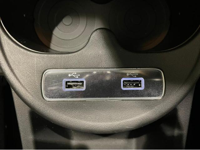 USBコネクタも2個ついていて便利です!充電しながら音楽や電話などもご利用いただけます。