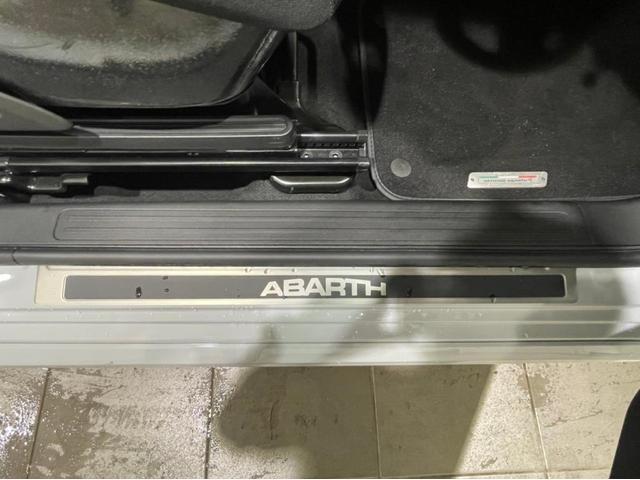 ABARTHスカッフプレート標準装備