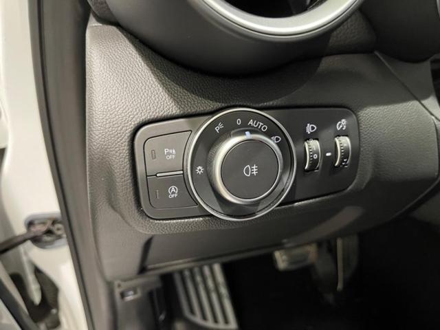 便利なオートヘッドライト。ハイビームからロービームまで、自動的にライトが切り替わります。