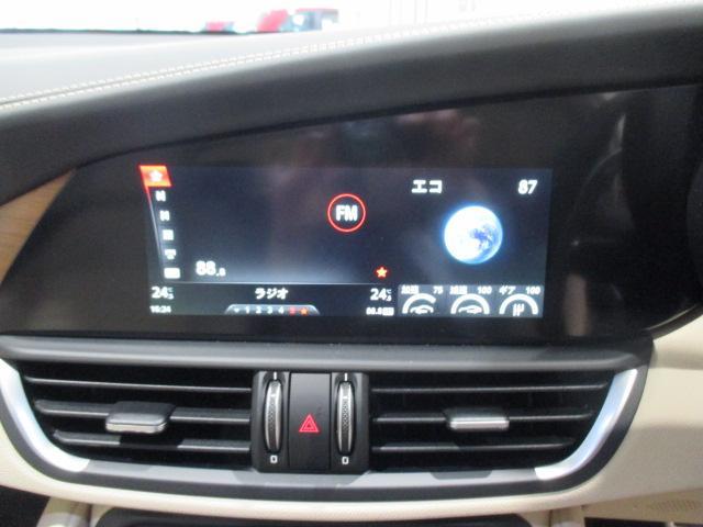 AppleCarPlay/AndroidAuto対応のデバイスを接続すると、ハンズフリー通話やメッセージの送受信、お気に入りの音楽の再生、ナビゲーションの操作などが簡単に行えます!