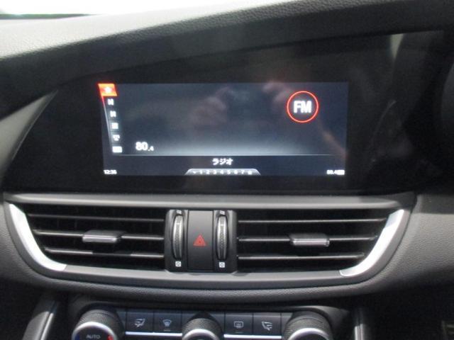 きめの細かい温度調整を可能にするデュアルゾーン式フルオートエアコン搭載!お持ちのスマートフォンと繋げればナビアプリも表示できます!