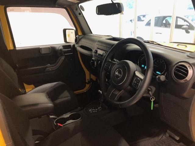 運転席に乗り込むと、車高が高いので、とても視界が良く、ワクワクさせる空間になっております。