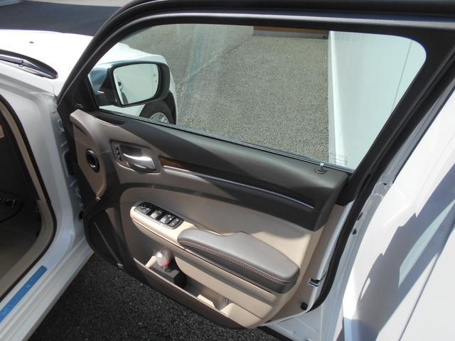 運転席ドア内側は綺麗な状態です。