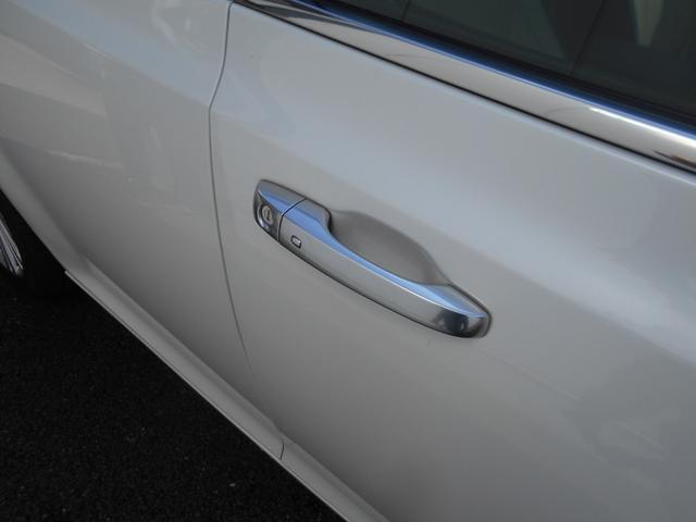 ドアの解錠施錠はキーレス仕様です。