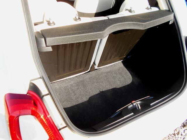 シートはヘタリや汚れなどもなく良好な状態です。