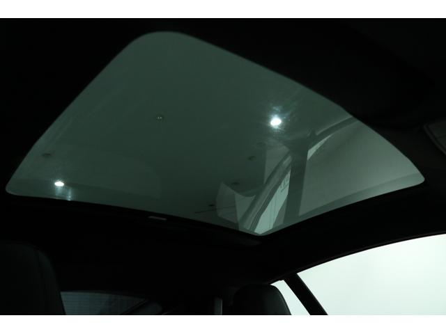"5.0L R パノラミックルーフ、エクステリアスポーツデザインパック&ブラックパック、20インチ ""Gyrodyne"" アロイホイール(ダークグレーダイアモンドターンドフィニッシュ)(13枚目)"
