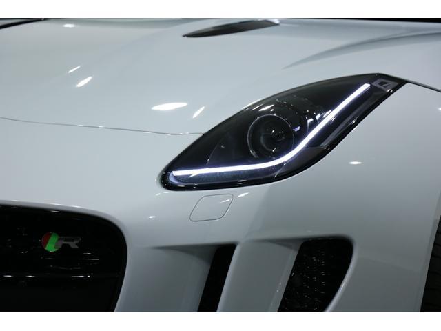 "5.0L R パノラミックルーフ、エクステリアスポーツデザインパック&ブラックパック、20インチ ""Gyrodyne"" アロイホイール(ダークグレーダイアモンドターンドフィニッシュ)(23枚目)"