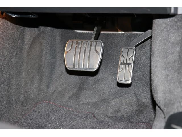 "5.0L R パノラミックルーフ、エクステリアスポーツデザインパック&ブラックパック、20インチ ""Gyrodyne"" アロイホイール(ダークグレーダイアモンドターンドフィニッシュ)(39枚目)"