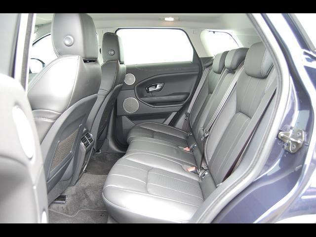 後部座席も広々空間。