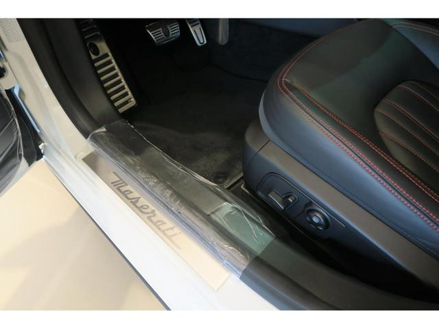 マセラティ マセラティ ギブリ S Q4 弊社登録車両 スポーツPKG シフトパドル 4WD