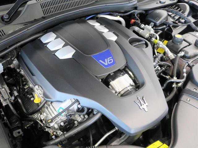 マセラティの100年の歴史が詰まった、3リッターV6ツインターボエンジン。是非店頭でその走りやエギゾーストを、肌で、耳でご