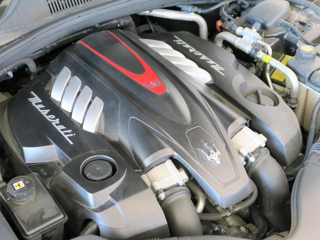 マセラティの100年の歴史が詰まった、3.8リッターV8ツインターボエンジン(530馬力)。是非店頭でその走りやエギゾーストを、肌で、耳でご体感ください。
