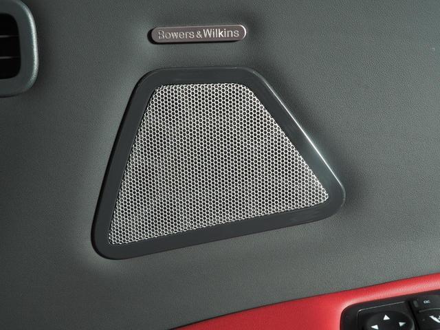 Bowers&Wilkinsプレミアムサウンドシステムの15個のスピーカーが、上質な音質で車内をより一層盛り上げます。
