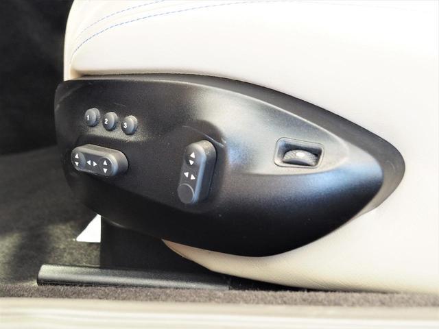 パワーシートで細かなシートアレンジも可能に。シートヒーター付きなのも嬉しいですね。