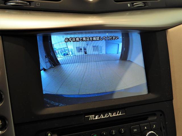 バックカメラ装備なので駐車時の不安も軽減します。