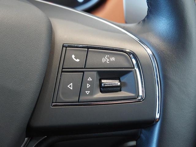 細かな車両設定や情報を、手元で操作が可能です。