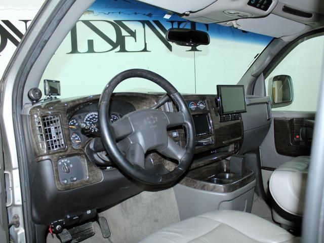 エクスプローラー 4WD 新車並行車 22AW(8枚目)