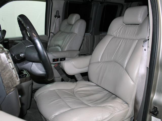 エクスプローラー 4WD 新車並行車 22AW(9枚目)