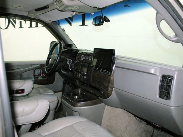 エクスプローラー 4WD 新車並行車 22AW(10枚目)