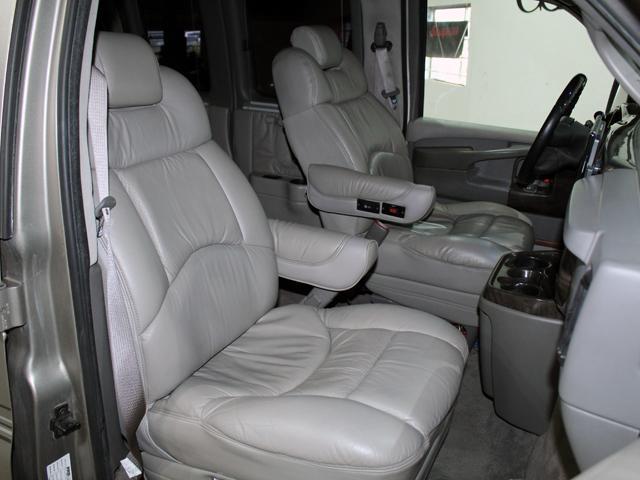 エクスプローラー 4WD 新車並行車 22AW(11枚目)