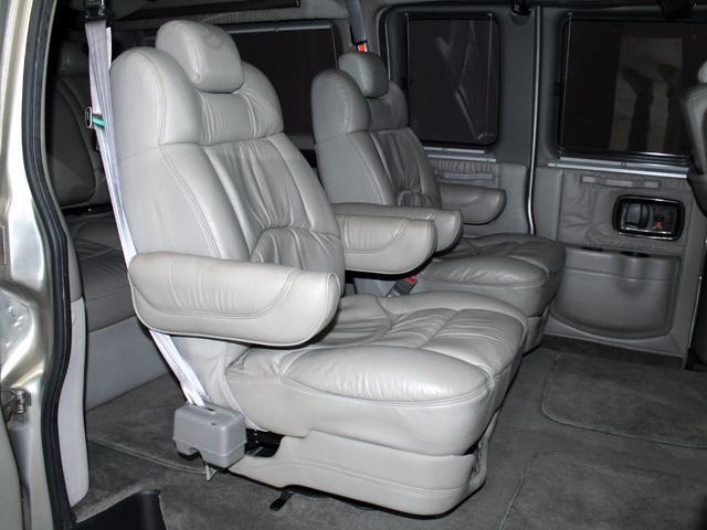エクスプローラー 4WD 新車並行車 22AW(13枚目)
