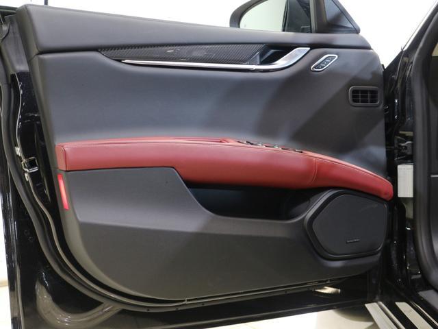 マセラティ マセラティ ギブリ S Q4