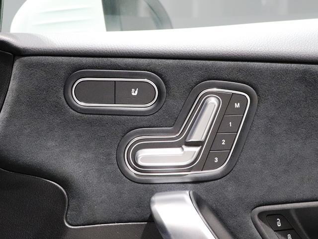 A250 4マチックセダン AMGライン ナビPKG マルチビームLED レーダーセーフティ AMGスタイリング スポーツステアリング レザーDINAMICAシートレッドステッチ入(15枚目)