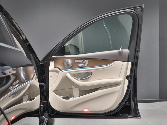 E400 4マチック エクスクルーシブ EXC サンルーフ Burmester マルチビームLED ベージュレザー ベンチレーター フットトランクオープナー 全方位カメラ アンビエントライト ドライブレコーダー(17枚目)