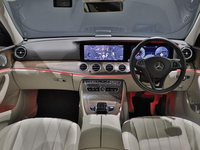 E400 4マチック エクスクルーシブ EXC サンルーフ Burmester マルチビームLED ベージュレザー ベンチレーター フットトランクオープナー 全方位カメラ アンビエントライト ドライブレコーダー(25枚目)