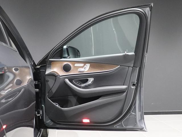 E400 4マチック エクスクルーシブ マルチビームLED AIR BODYサスペンション フットトランクオープナー 本革シート アンビエントライト 全方位カメラ 前後シートヒーター ヘッドアップディスプレイ(19枚目)