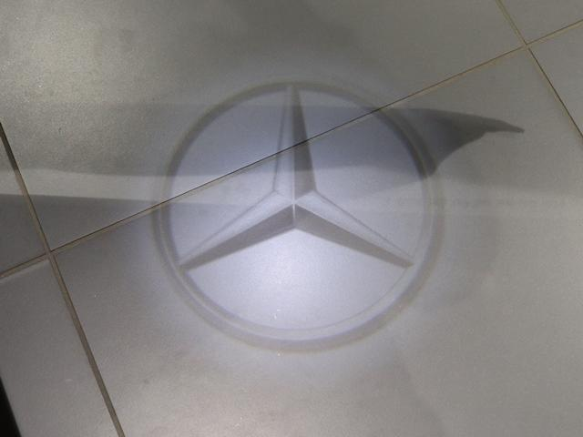GLC220d 4マチックスポーツ ワンオーナー ランニングボード MBロゴプロジェクター AMGスタイリング LEDヘッドライト 全方位カメラ フットトランクオープナー 全席シートヒーター アンビエントライト(5枚目)