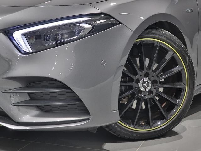 A180 エディション1 限定車 ブラックペイントAMG19インチAW ナイトPKG ブラックエグゾーストエンド マルチビームLED 全方位カメラ アドバンスドサウンド レザーDINAMICA(グリーンステッチ) HUD(4枚目)