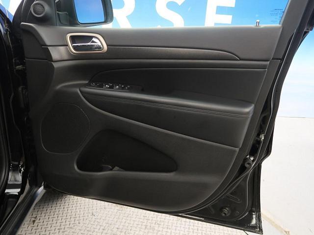 ●運転席側ドアパネルの使用感:擦れ・キズもなく、ご覧の通りきれいな状態を維持しております。また、室内クリーニング・コーティングもご用命いただけます。