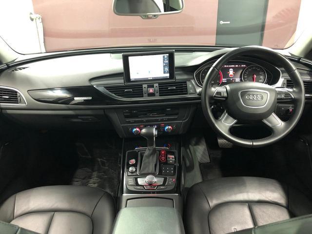 車内は本革シートとなっています♪黒シートなのでとてもしまって見えます!高級感あります。