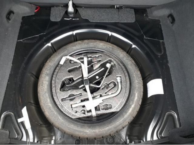 スペアタイヤ、車載工具完備で万が一の場合にも安心です♪