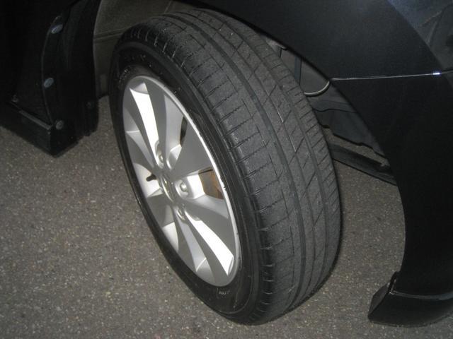 タイヤ溝はしっかりございます。