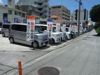 ゆいレール赤嶺駅前から、小禄バイパスを瀬長島方面に向かって車で約1分。この看板が目印です!