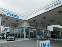 国場店では話題の新車(MAZDA3)も展示しています。もちろん試乗もできます!
