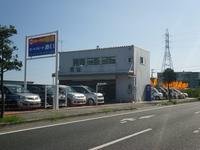 西原町内間、国道329号線沿いに店舗ございます!工場完備でお客様のカーライフを万全サポート!!